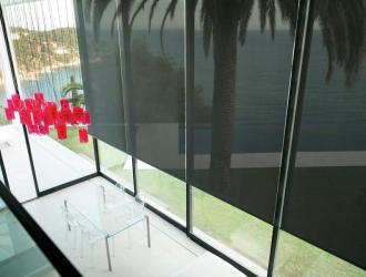 Screen blinds